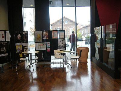 Alfrotville biblioteca alrededores de Paris columnas cafeteria