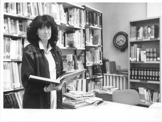 Concha Chaos bibliotecaria en la biblioteca de la Plaza de la Constitución San sebastián